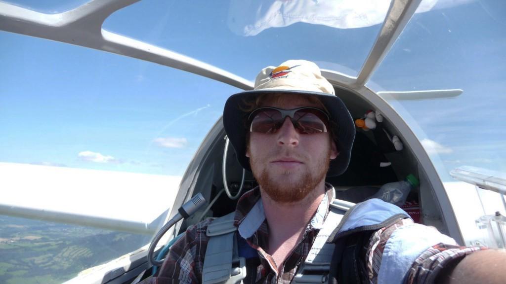 Dinant solo in zijn eigen vliegtuig!